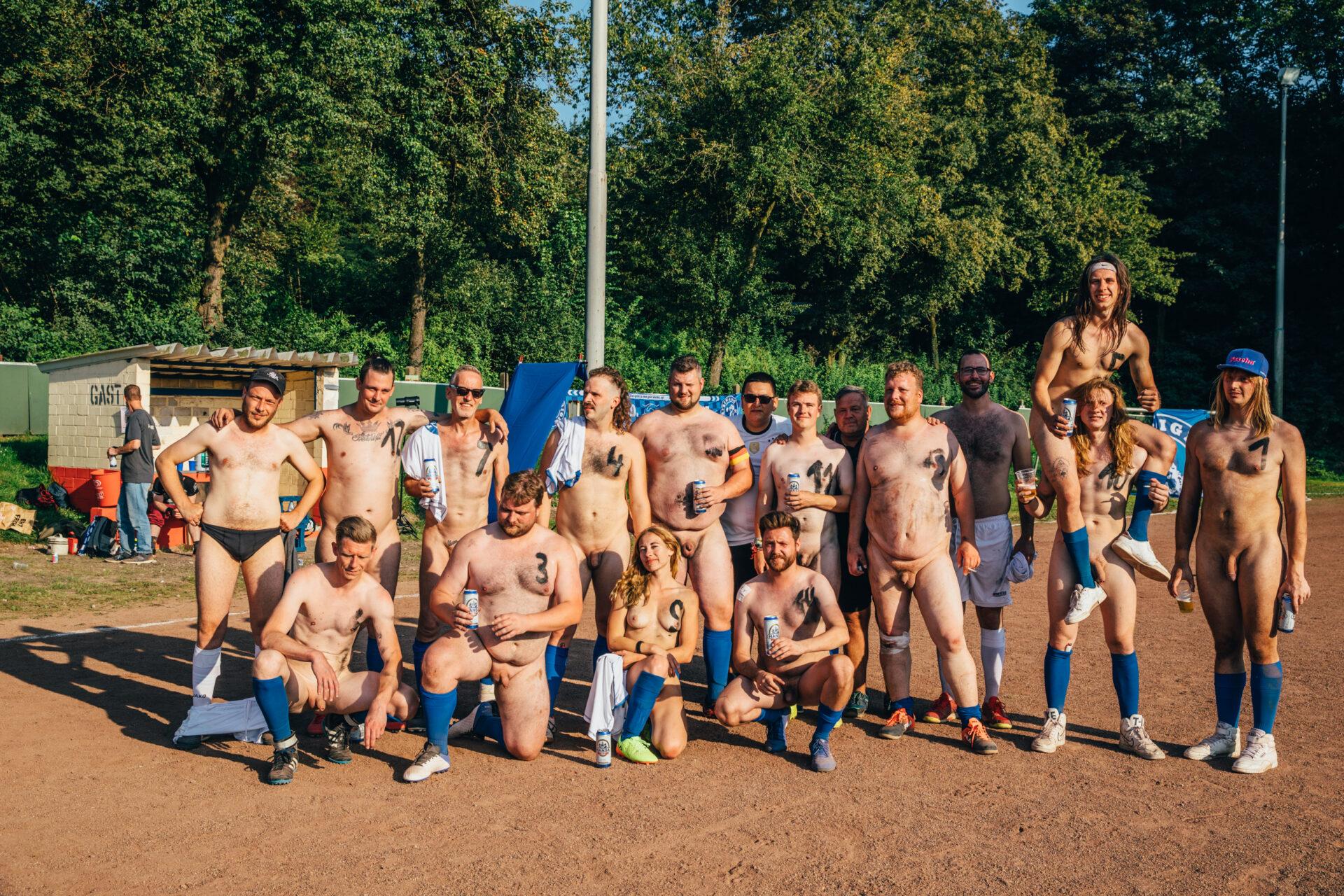Gezocht: naakte Friese voetballers